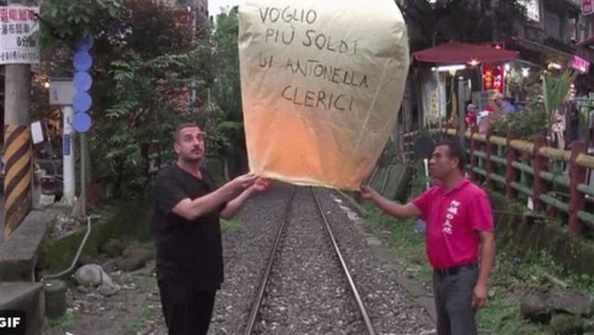 """""""Voglio più soldi di Antonella Clerici"""". Costantino della Gherardesca, idee chiare a Pechino Express"""