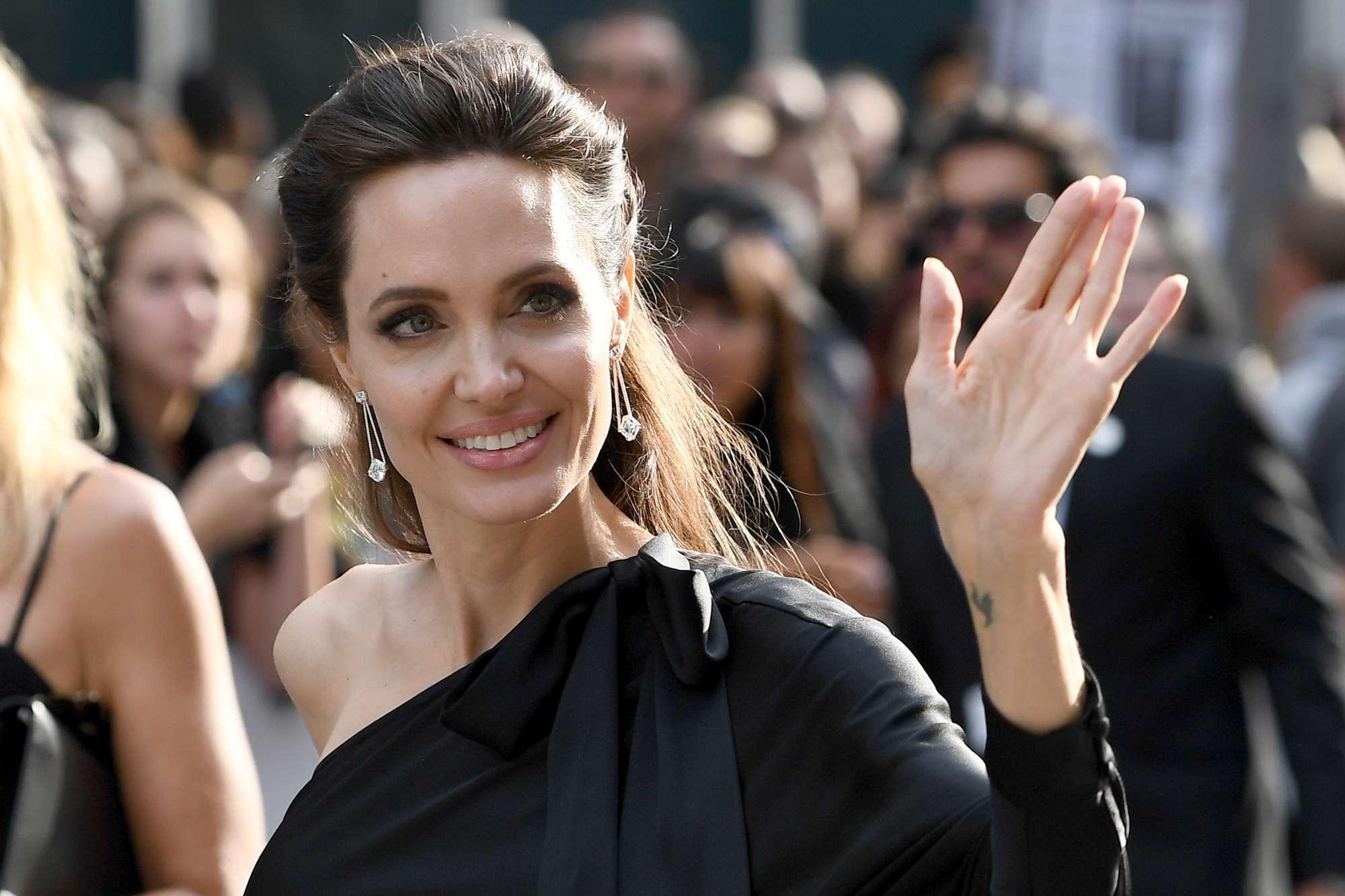 """Angelina Jolie: """"E? dura essere sola, ma sono una guerriera e ciò che conta è la felicità dei miei figli"""""""