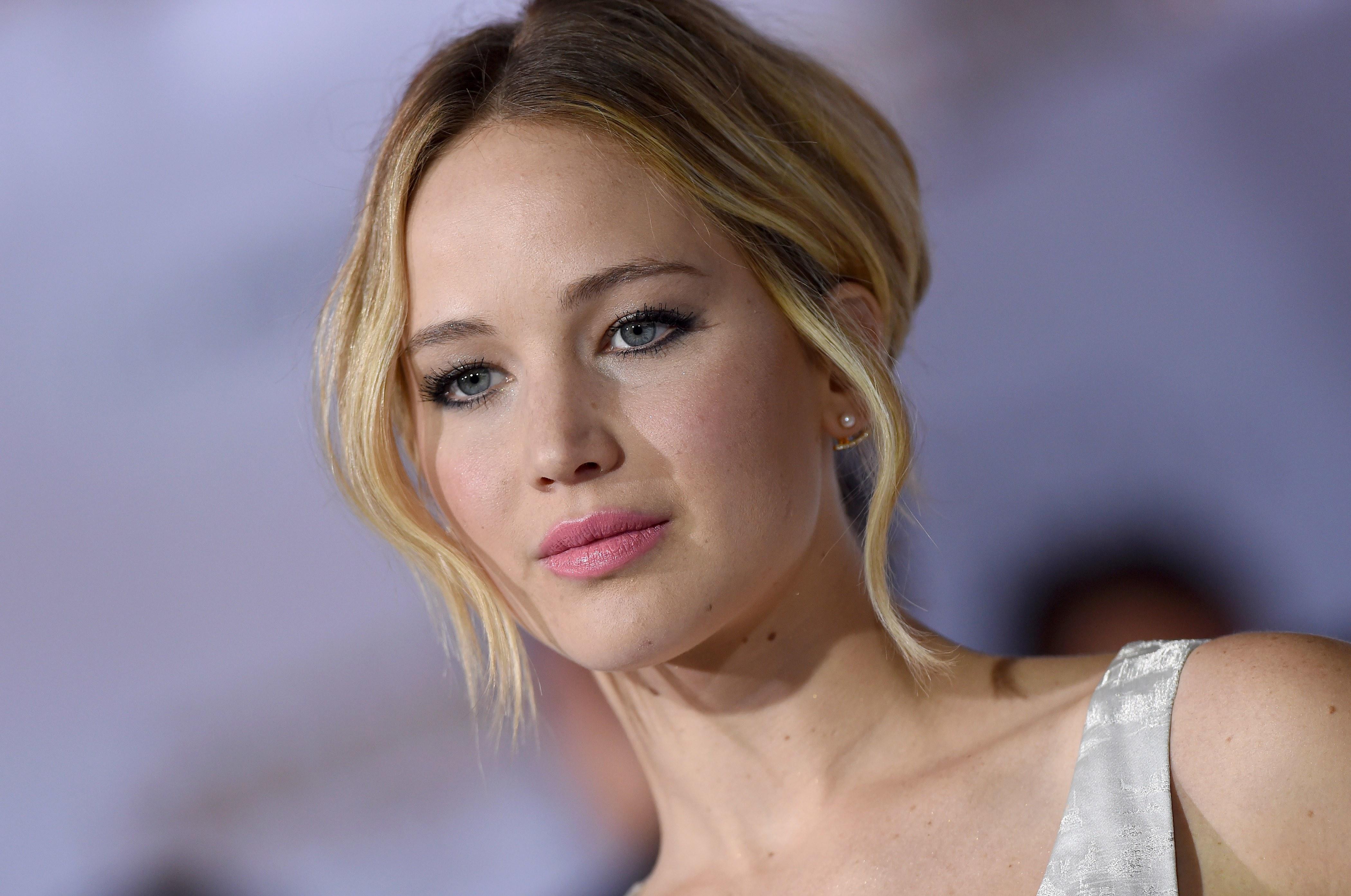 """Jennifer Lawrence, denuncia gli abusi a inizio carriera: """"Mi dicevano spogliati, poi..."""""""