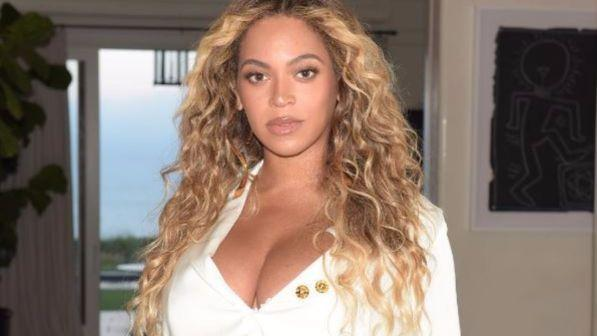 """Beyoncé si """"trasforma"""" nella leonessa Nala nel remake de """"Il Re Leone"""""""