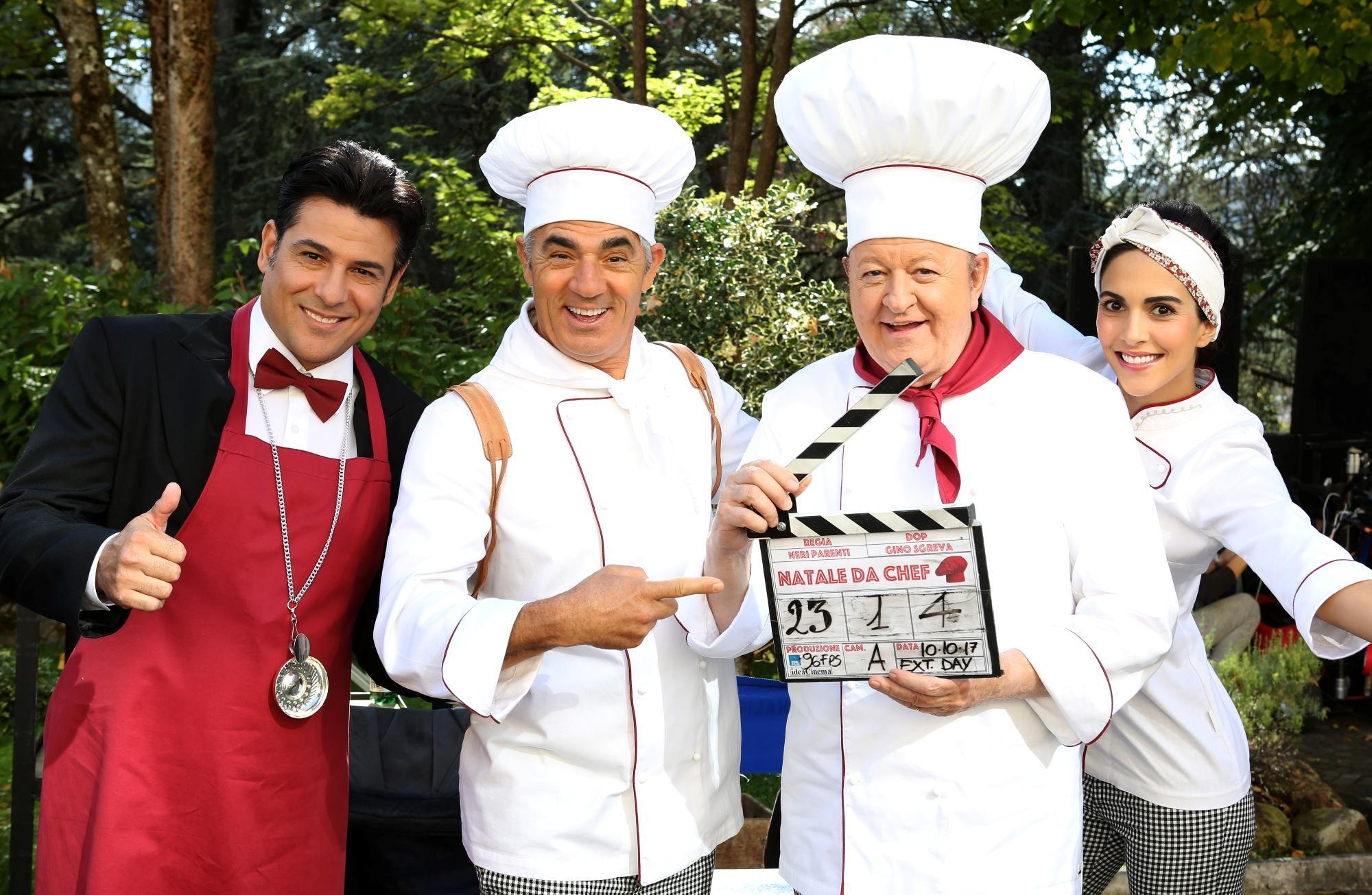 """""""Natale da chef"""", risate in cucina con Massimo Boldi: il trailer in esclusiva"""