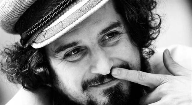 Vinicio Capossela, i 52 anni di un cantautore sublime