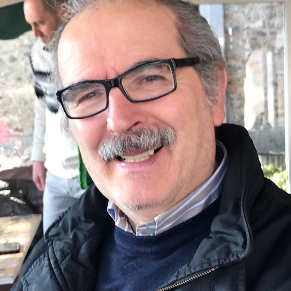 Lamberto Sposini compie 66 anni e festeggia con una torta che non piacerà a tutti i fan