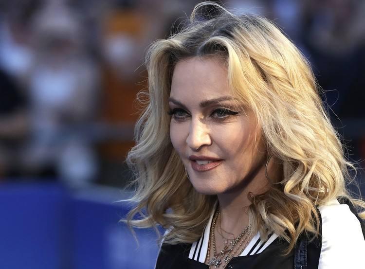 Madonna perde la causa: la lettera d?amore di Tupac, slip e altri effetti personali all?asta