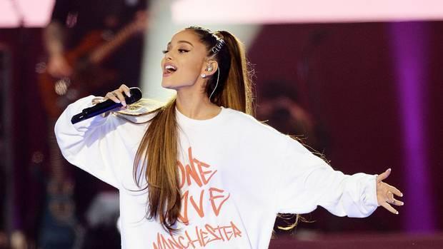 Ariana Grande, un anno dopo l'attentato di Manchester messaggio toccante per le vittime: «Vi amo»