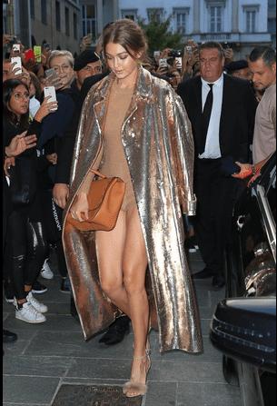 Gigi Hadid nuova Claudia Schiffer: sexy a Milano con body oro