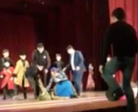 Ballerino muore sul palco: il pubblico ride e applaude. Nessuno capisce il dramma