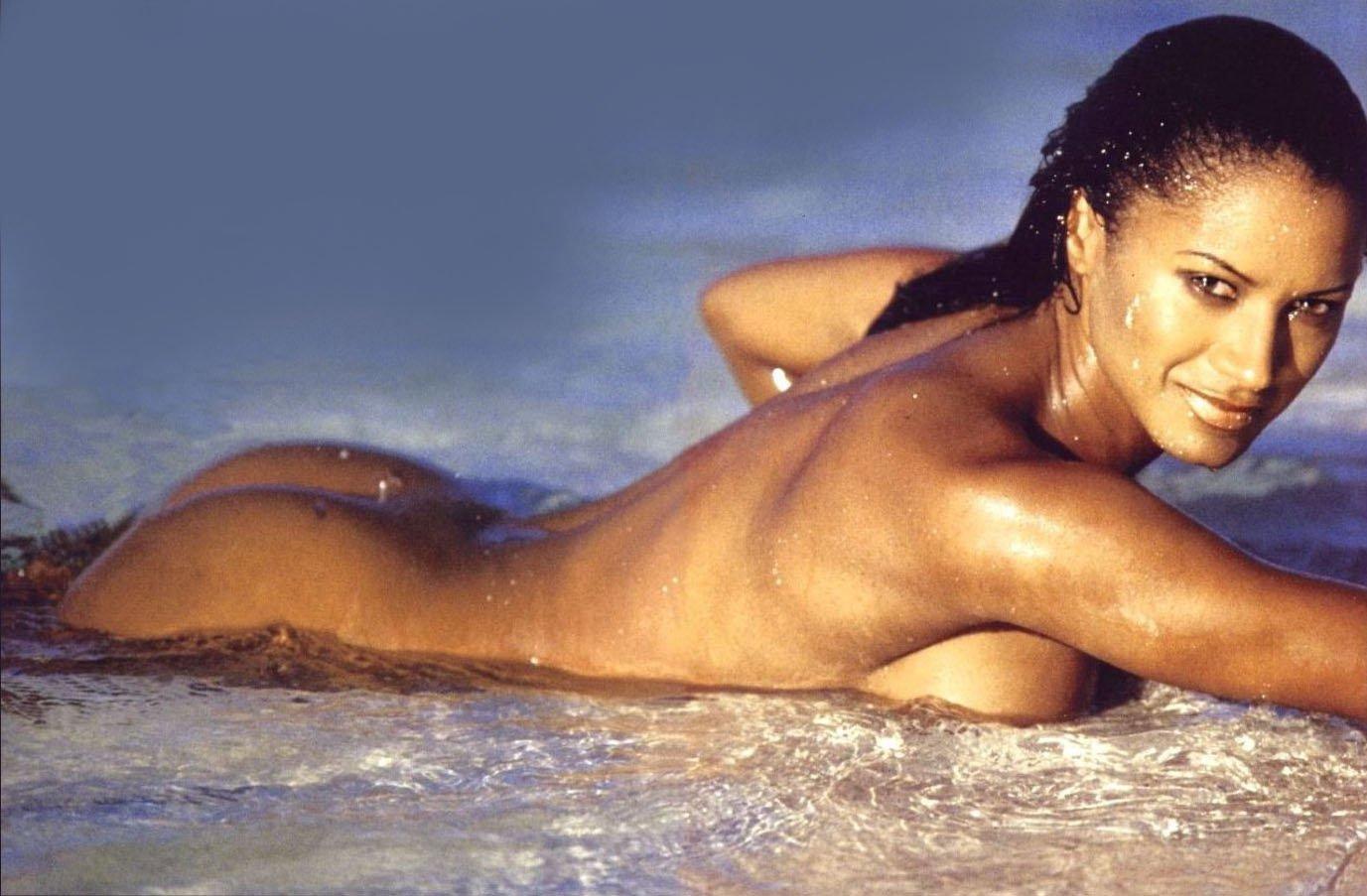 Halle Berry ha. rd: spo. glia. rello in piscina dopo la notte degli Oscar