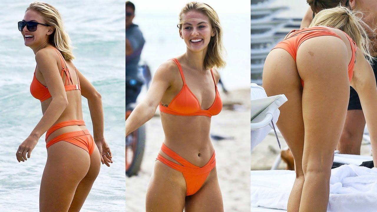 Selena Weber, sco. llat. ure h. ot in spiaggia a Miami