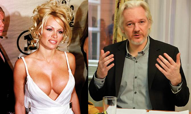 """Pamela Anderson e Julian Assange fidanzati, lei conferma: """"Sì, ci amiamo"""""""