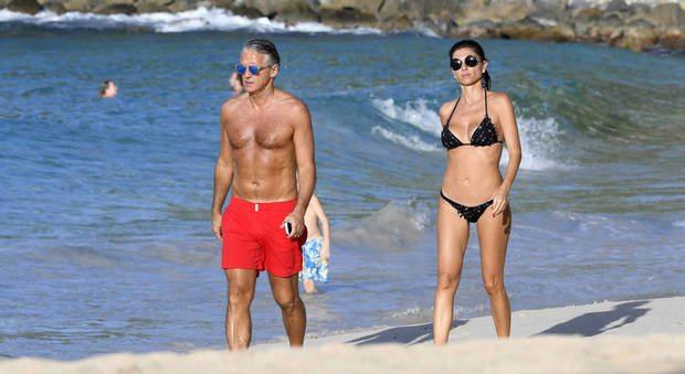Roberto Mancini, vacanze a Saint Barts con la sexy misteriosa ragazza mora