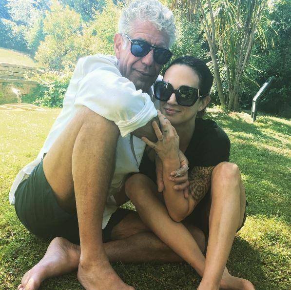 Asia Argento, primo abbraccio social con il suo Anthony Bourdain
