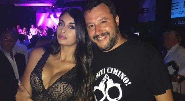 Incontro in discoteca: la modella padovana di origini marocchine in posa con Matteo Salvini