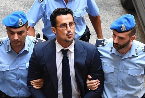 """Corona condannato a un anno, esulta in aula: """"Giustizia è fatta!"""". La frode da 2,6 milioni di euro"""