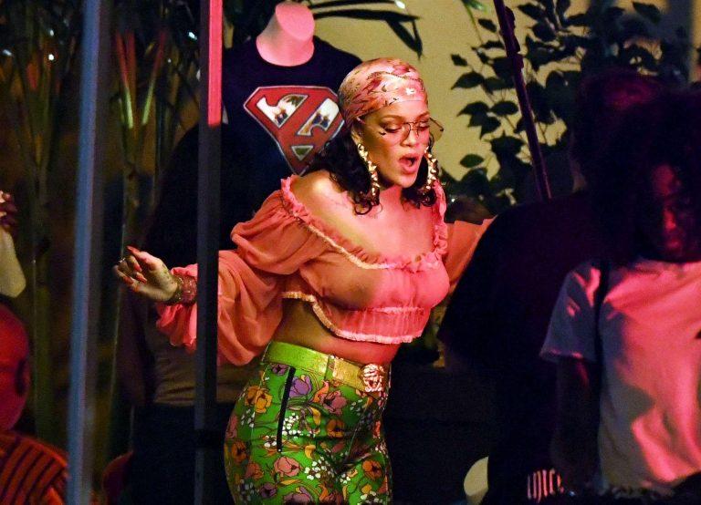Rihanna senza reggiseno si scatena con DJ Khaled