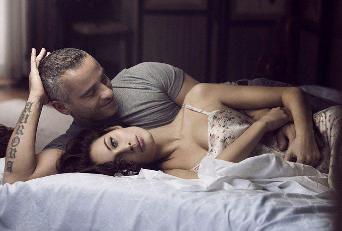 """Eros Ramazzotti e Marica Pellegrinelli """"sfrattati"""" dai figli: """"Dormono in letti separati"""""""