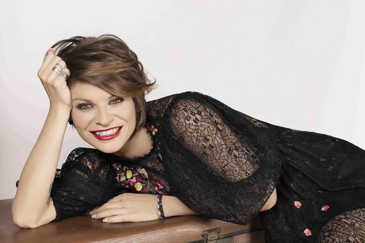 Paura per Alessandra Amoroso: prima del concerto va a fuoco la casa dei genitori