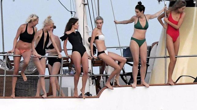 Cara Delevingne, l?eclettica modella e attrice in bikini a Saint Tropez