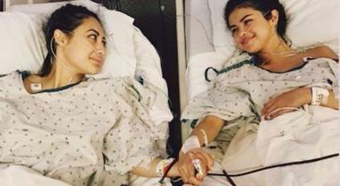 """Selena Gomez, ecco la foto in ospedale: """"Ho subito un trapianto di rene per guarire dal Lupus"""""""