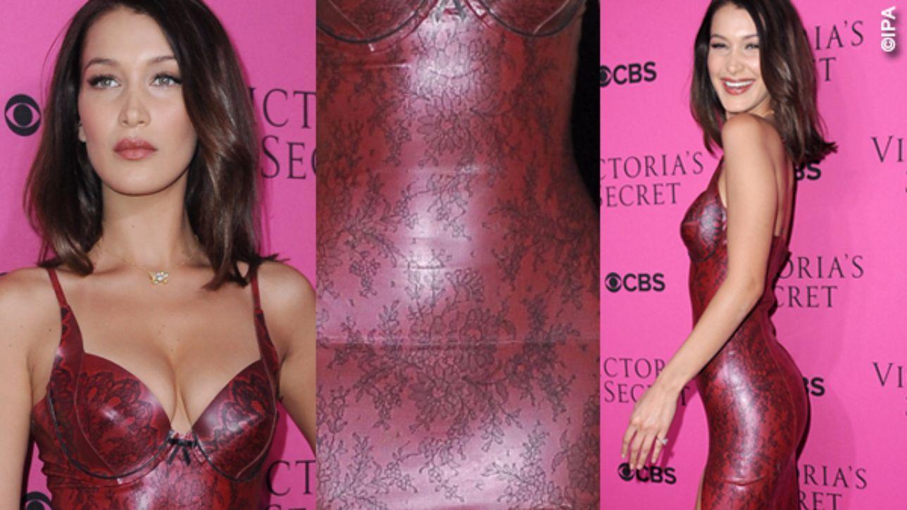 Bella Hadid, particolare hot in rosso sul rosa