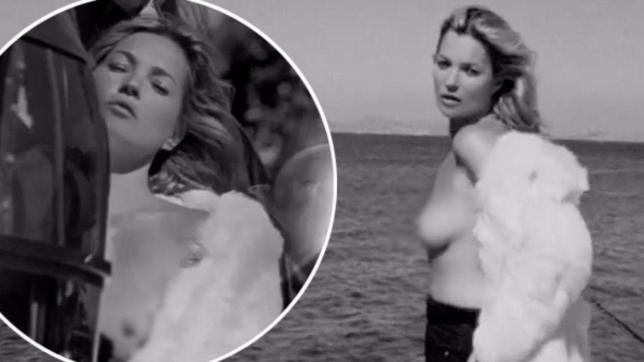 Kate Moss, sotto la pelliccia... un topless mozzafiato