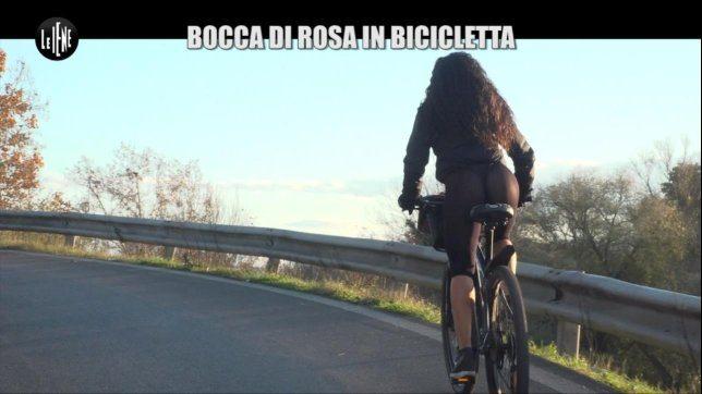 """Susanna, la """"Bocca di rosa"""" che va in bicicletta"""