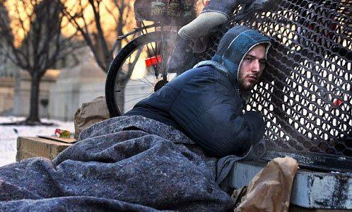 Il dramma del senzatetto: confessa un omicidio per trascorrere l'inverno in carcere