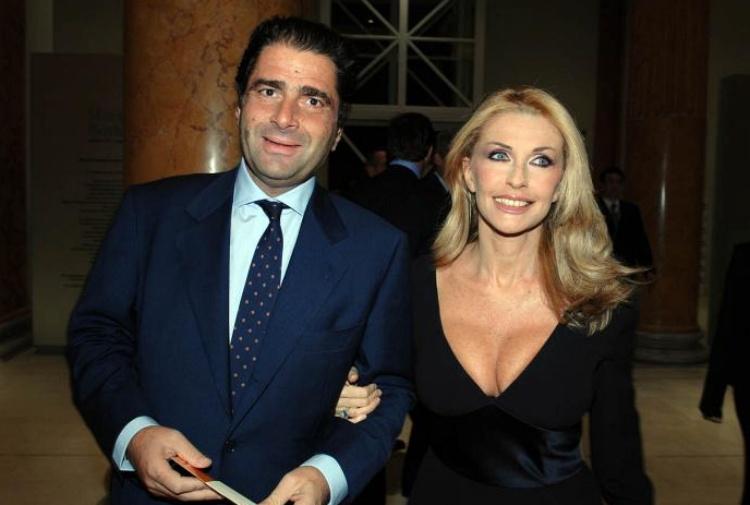 Paola Ferrari e Marco De Benedetti rapinati in casa: i ladri fuggono con 100 mila euro
