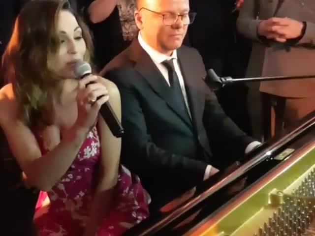 Anna Tatangelo e Gigi D'Alessio di nuovo insieme: un matrimonio per fare pace