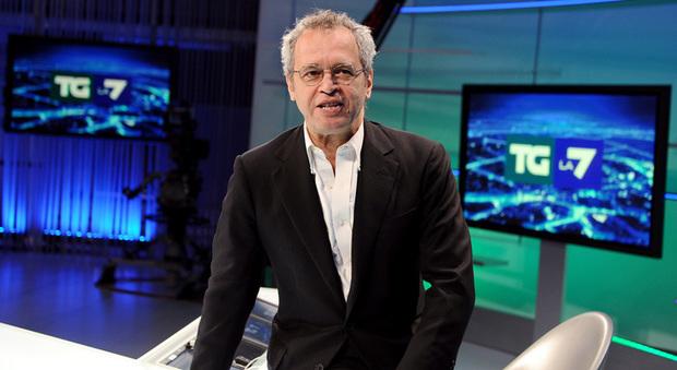 La7, incendio in studio durante il tg: Enrico Mentana interrompe la diretta