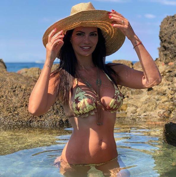 Laura Torrisi, bellezza incontenibile in bikini