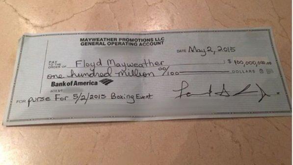 """Maywheather pubblica l'assegno da cento millioni di dollari: """"Voi dovete lavorare, io..."""""""