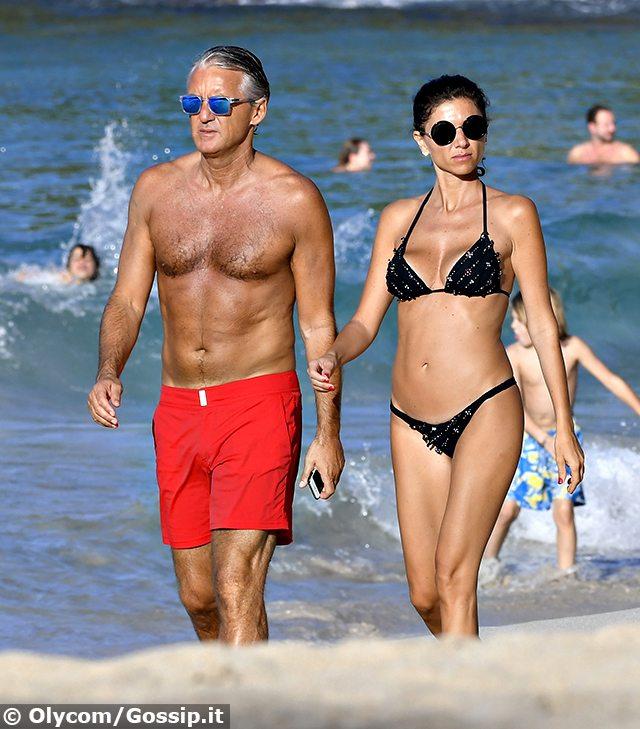 Roberto Mancini, vacanze al mare con la mora misteriosa