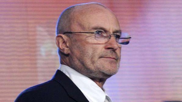Phil Collins inizia il suo tour in Brasile... passando un?ora in cella