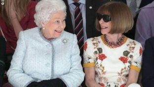 La prima sfilata della regina Elisabetta