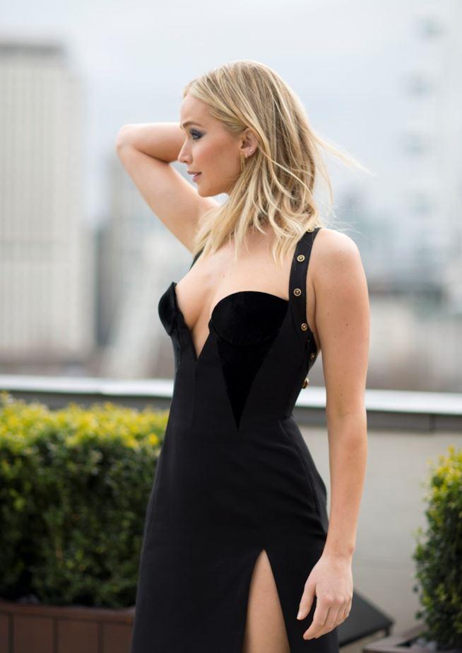 Jennifer Lawrence criticata ferocemente per l'abito troppo succinto: ecco la foto dello 'scandalo'