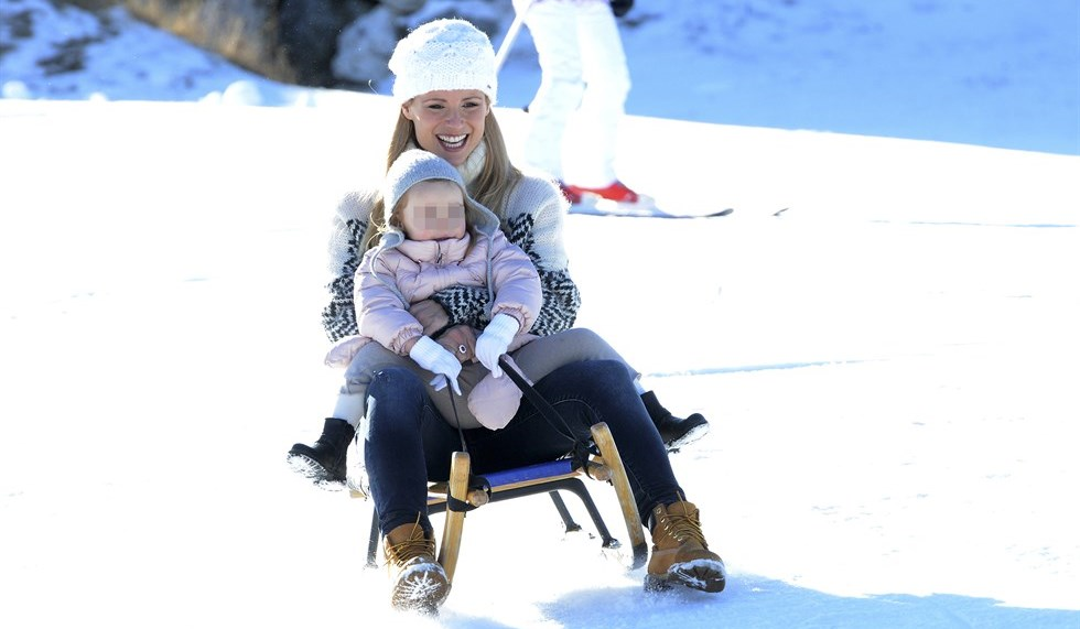 Michelle Hunziker sulla neve ritorna bambina