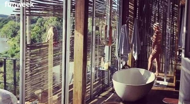 Wanda Nara nuda sotto la doccia: la foto a tradimento di Mauro Icardi