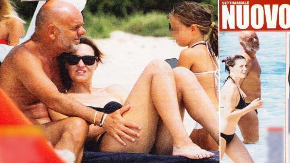 Paola Cortellesi, coccole in bikini con Riccardo Milani