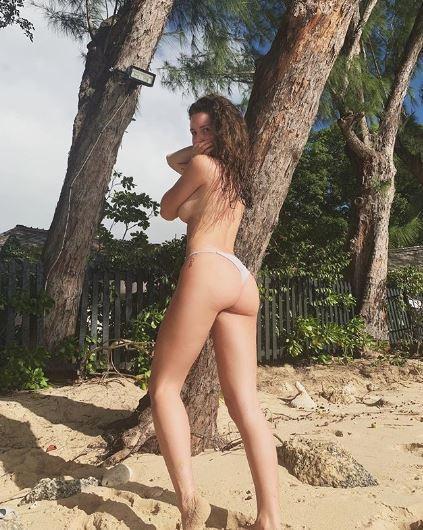 Lottie Moss, solo slip per la vacanza alle Barbados