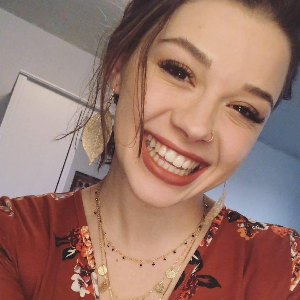 Studentessa di 21 anni in Erasmus morta pugnalata alle spalle dalla coinquilina mentre studiava