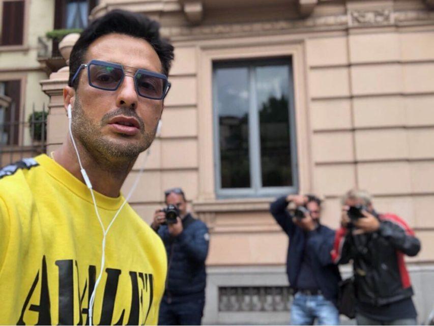 Fabrizio Corona, festa nel pub: arrivano carabinieri e finanzieri, nuovi guai per il re dei paparazzi
