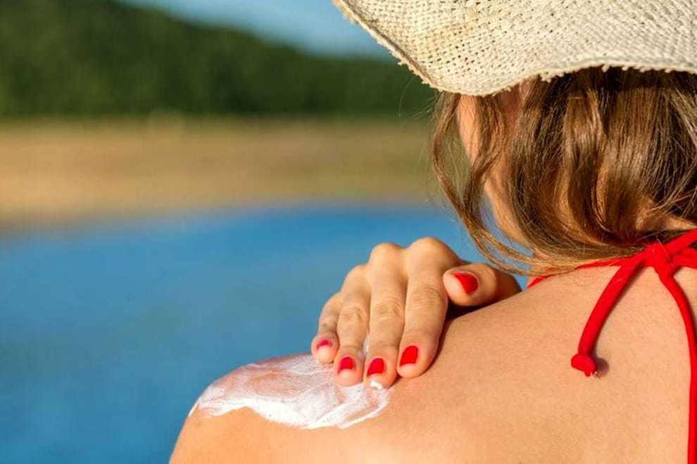 Nota una macchia sul naso, poi scopre che è un tumore: «Non ho mai usato la crema solare»