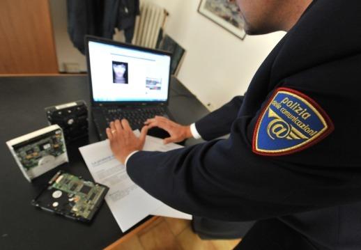 Roma, carabiniere indagato: foto e messaggi hot a una quindicenne