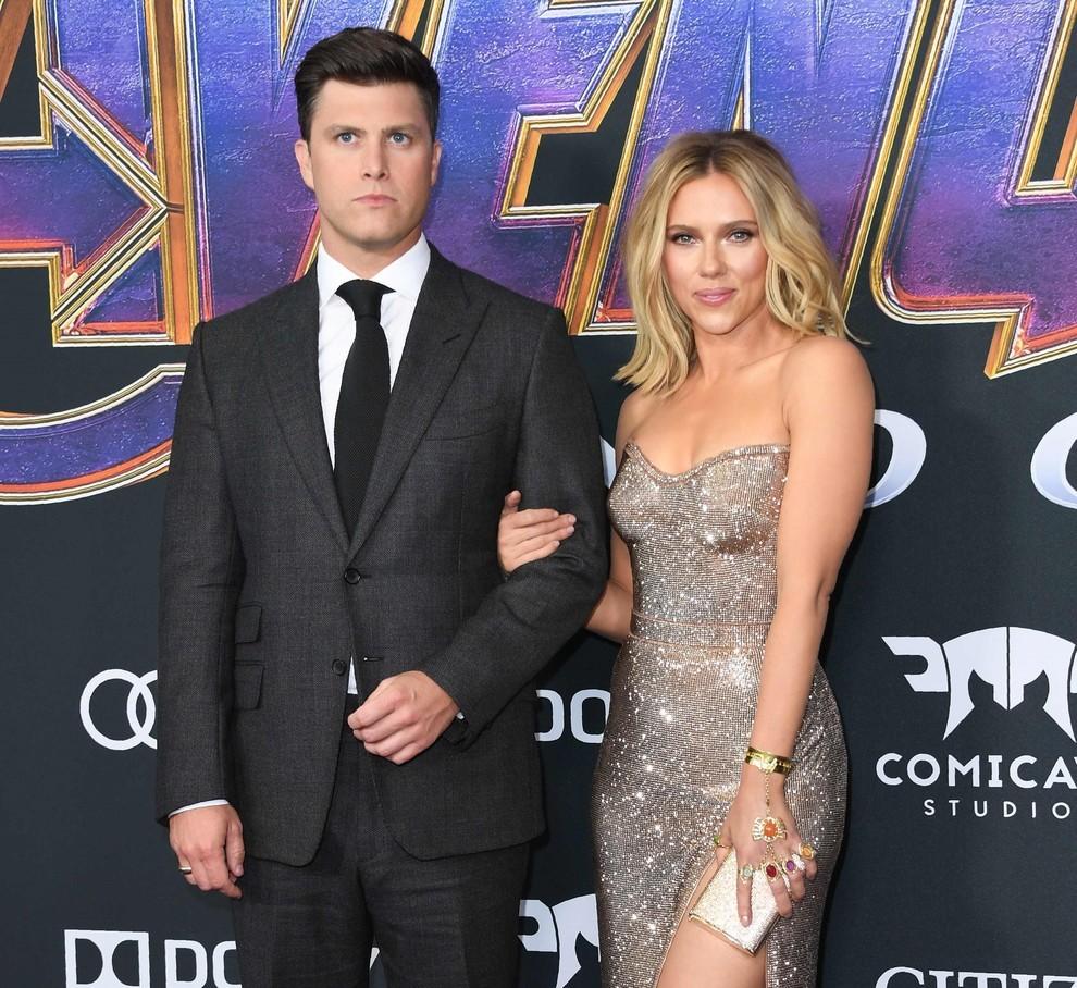 Scarlett Johansson innamorata, il fidanzato Colin Jost le regala un anello di fidanzamento da 400mila dollari