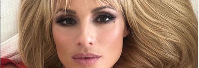 Michelle Hunziker cambia look dopo 25 anni: «Maria De Filippi mi ha affidato la sua creatura»
