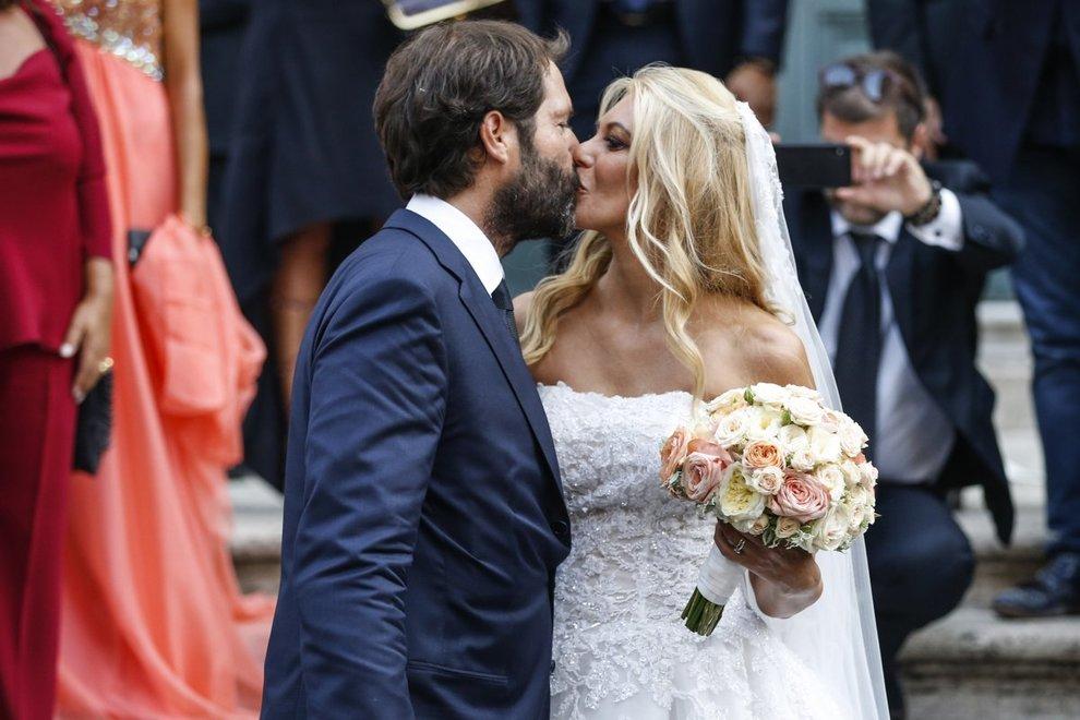Eleonora Daniele si è sposata: il matrimonio vip con Giulio Tassoni dopo 16 anni di fidanzamento. E Al Bano canta l'Ave Maria
