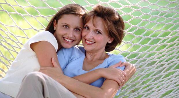A 33 anni le donne si trasformano nelle loro madri: la ricerca spiega perché