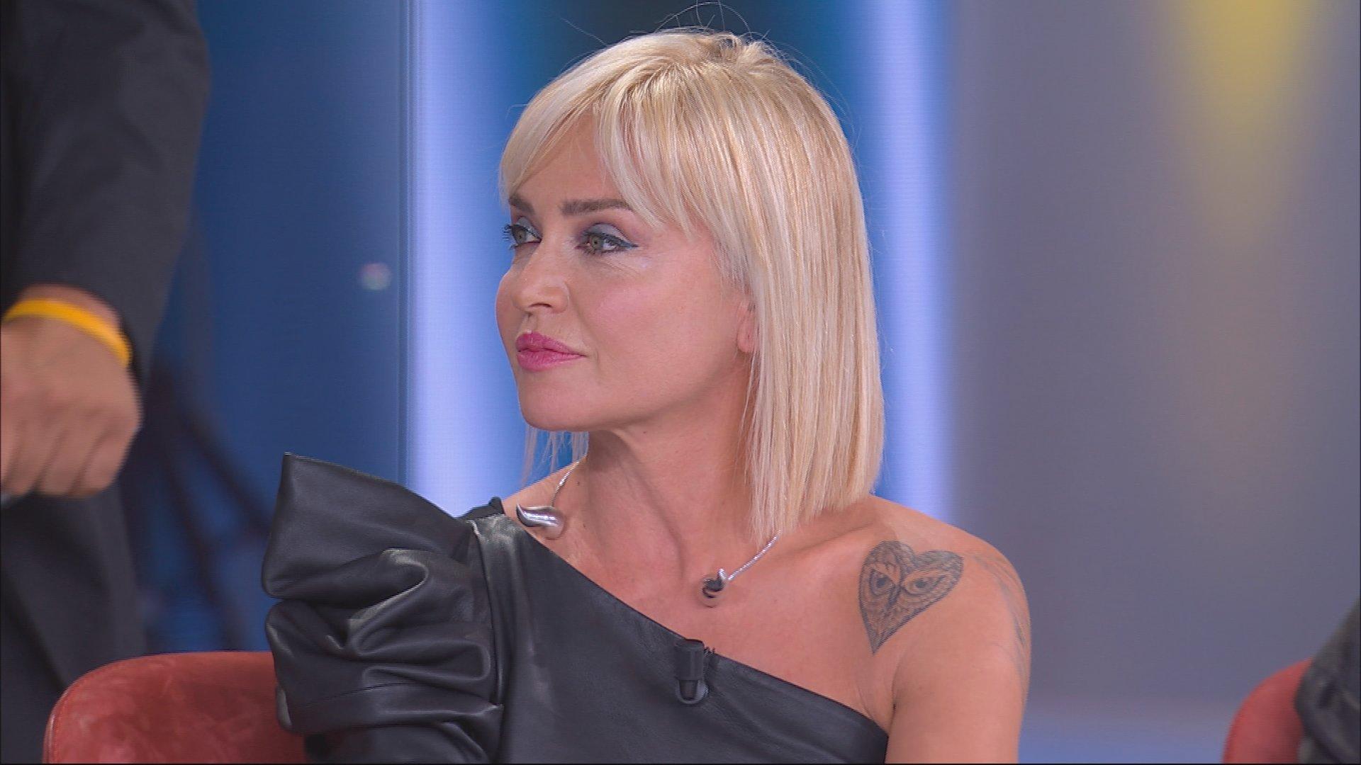 Paola Barale dure parole contro Gianni Sperti a Live Non è la D'Urso