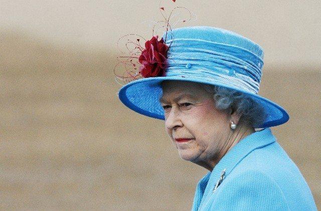 Ennesimo scandalo a corte, la Regina è triste: altri due nipoti divorziano